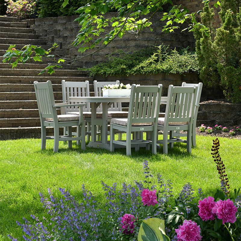Backyard with green grass and outdoor table